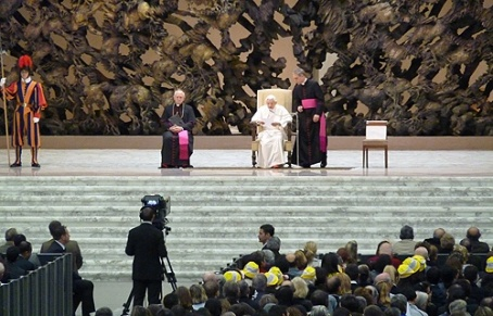Pope_Benedict_XVI_gives_his_Wednesday_General_Audience_Nov_21_2012_in_Paul_VI_Hall_Credit_Estefania_Aguirre_CNA_CNA500x320_Vatican_Catholic_News_11_21_12